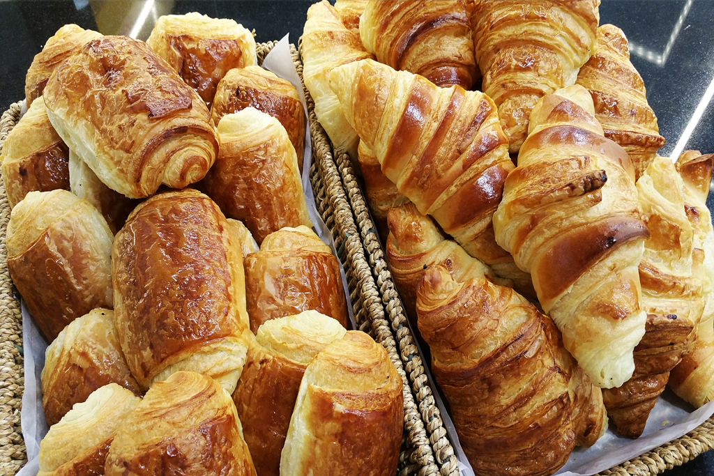 Photo Viennoiseries Croissants chocolatine (pain chocolat) pâtisserie San nicolas Bordeaux